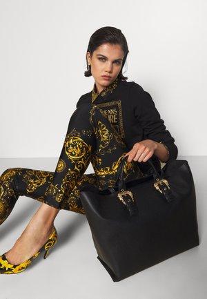 GRANA BUCKLE SET - Shopping Bag - nero