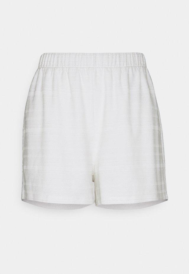 VIFLINT  - Shorts - cloud dancer