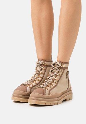 HYKE LACE UP  - Lace-up ankle boots - sand/cognac
