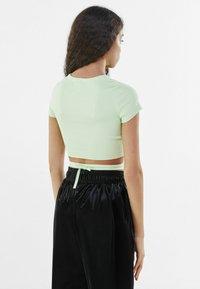 Bershka - Print T-shirt - green - 2