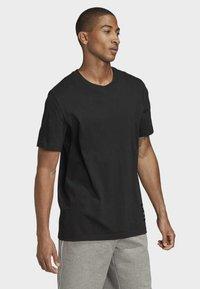 adidas Originals - TREFOIL EVOLUTION T-SHIRT - Print T-shirt - black - 3