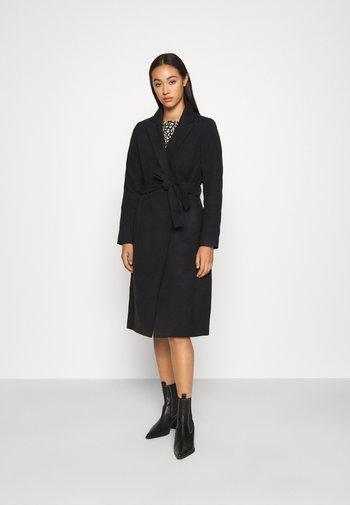 VIPOKU COAT - Klasyczny płaszcz - black