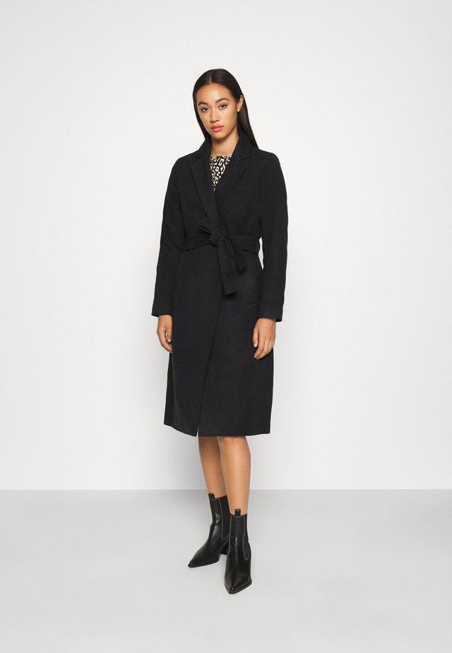 VIPOKU COAT - Zimní kabát - black