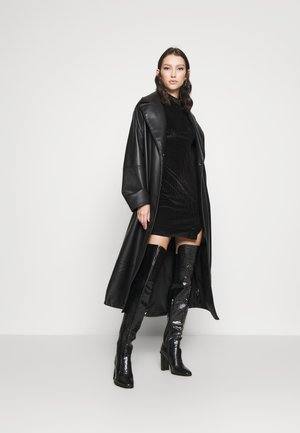LONG SLEEVE DRESS - Pouzdrové šaty - black