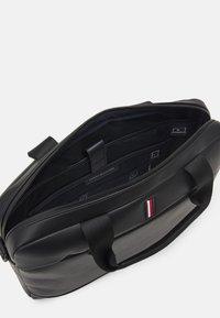 Tommy Hilfiger - SLIM COMPUTER BAG UNISEX - Briefcase - black - 3