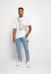 Jack & Jones - JORLOGGS TEE CREW NECK  - T-shirts print - white - 1