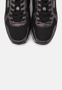 Pepe Jeans - VERONA TOP - Zapatillas - black - 5