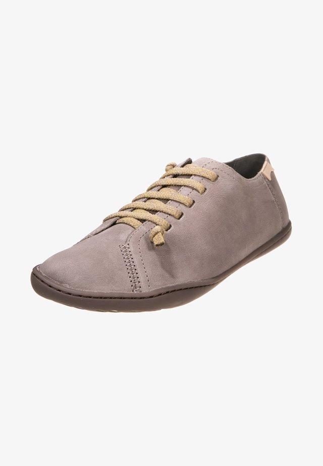 PEU CAMI - Chaussures à lacets - pastel grey