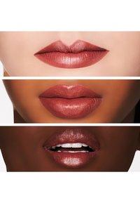 MAC - MATTE LIPSTICK - Rouge à lèvres - taupe - 1