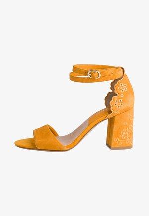 High heeled sandals - mango