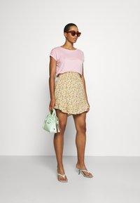 Vero Moda - Jednoduché triko - roseate spoonbill - 1