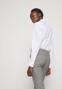 Lauren Ralph Lauren - SUITING PANT - Trousers - black/white - 3