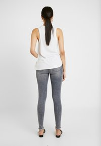 Noisy May Tall - NMLUCY - Jeans Skinny Fit - light grey denim - 2