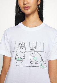 Dedicated - MYSEN RABBIT EXERCISE - Print T-shirt - white - 5