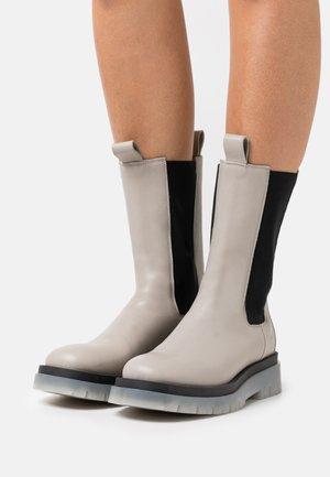 CPH1000 - Platform boots - stone