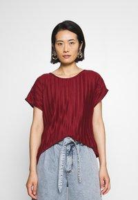 Soyaconcept - SC-KIRIT 1 - Print T-shirt - metallic red - 0