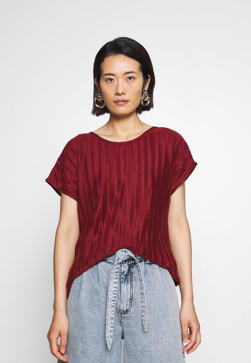 Soyaconcept - SC-KIRIT 1 - Print T-shirt - metallic red