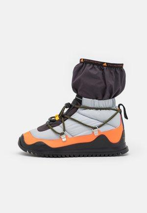 COLD.RDY - Hiking shoes - acid orange/silver metallic/core black