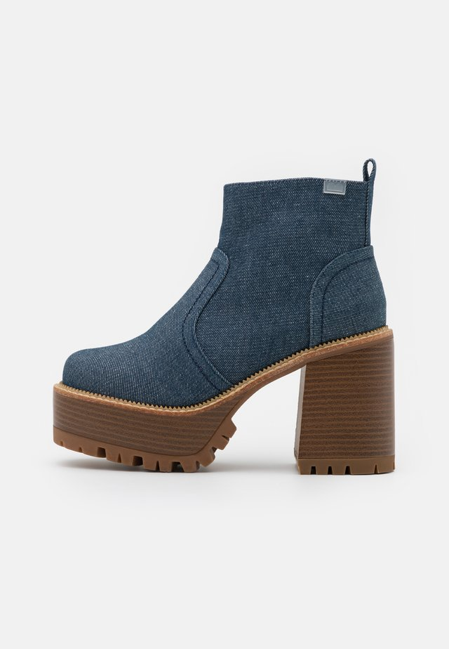 BRAT - Bottines à plateau - denim