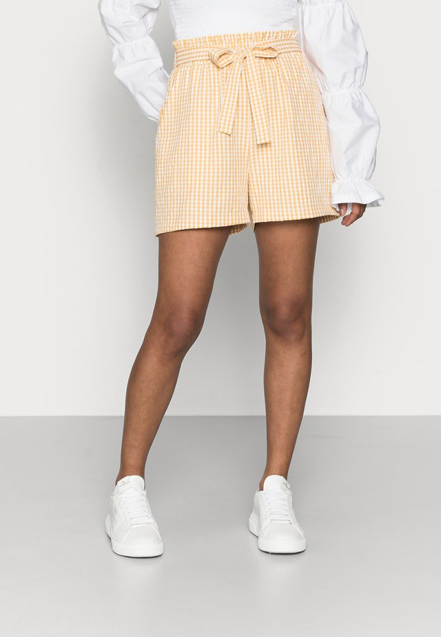 PCNINA - Shorts - banana/cloud dancer