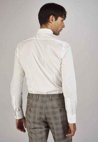MDB IMPECCABLE - Shirt - white - 2
