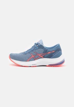 GEL PULSE 13 - Neutrální běžecké boty - storm blue/blazing coral