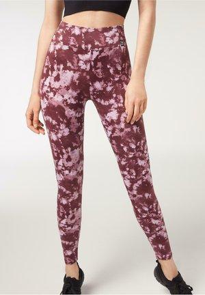 MIT BATIKMUSTER - Leggings - Trousers - braun - 447c - mauve purple tie-dye