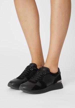 Sneakers laag - black uni