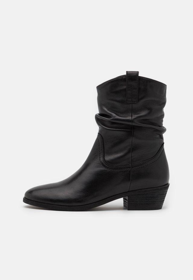 ADELINE - Kovbojské/motorkářské boty - black
