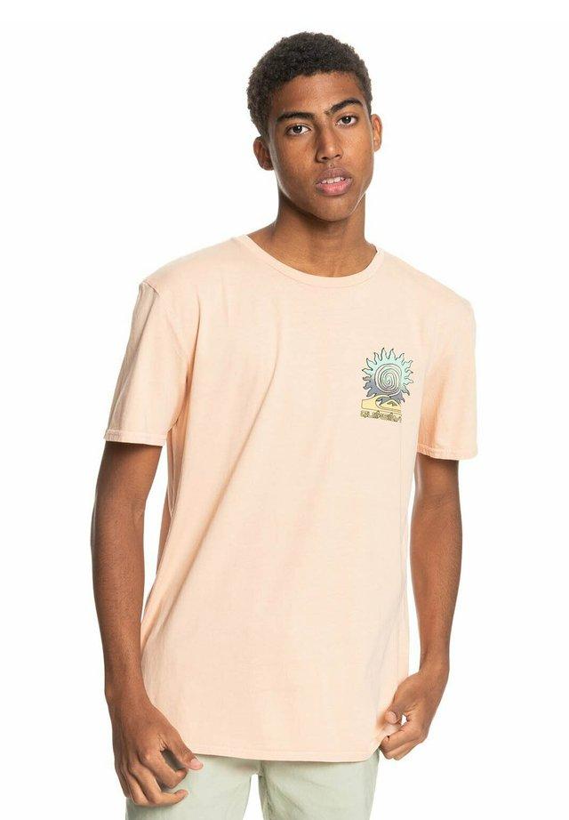 ISLAND PULSE - Print T-shirt - apricot