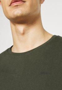 s.Oliver - Jednoduché triko - khaki/oliv - 4