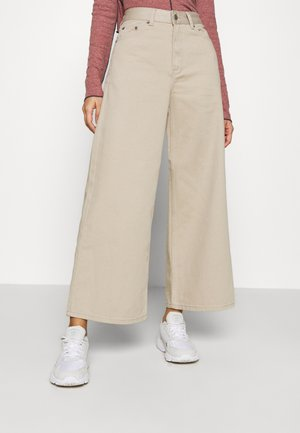 AIKO CROPPED - Džíny Relaxed Fit - cashew