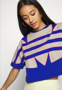 adidas Originals - BIG TEE - Print T-shirt - team royal blue - 5