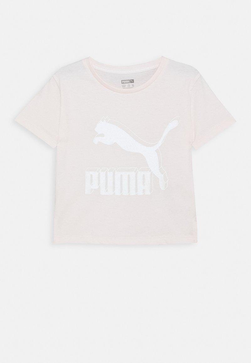 Puma - CLASSICS GRAPHIC TEE - T-shirt print - rosewater