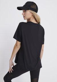 Superdry - Print T-shirt - black - 2