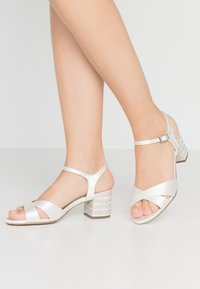 Menbur - Bridal shoes - ivory - 0