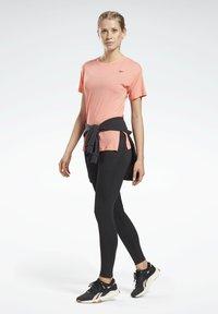 Reebok - WORKOUT READY ACTIVCHILL T-SHIRT - Basic T-shirt - red - 1