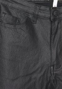Object Petite - OBJBELLE COATED PANTS - Jeans Skinny Fit - black - 2