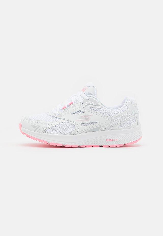 GO RUN CONSISTENT - Obuwie do biegania treningowe - white/pink