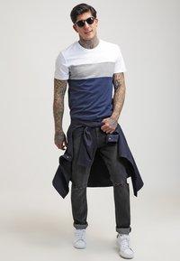 YOURTURN - Print T-shirt - white/dark blue - 1