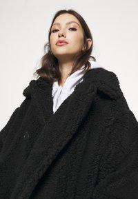 Monki - TEDDY COAT - Classic coat - black - 3