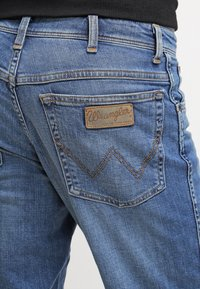 Wrangler - TEXAS STRETCH - Straight leg jeans - worn broke - 5