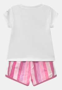 Nike Sportswear - STRIPE TEMPO SET - Shorts - magic flamingo - 1