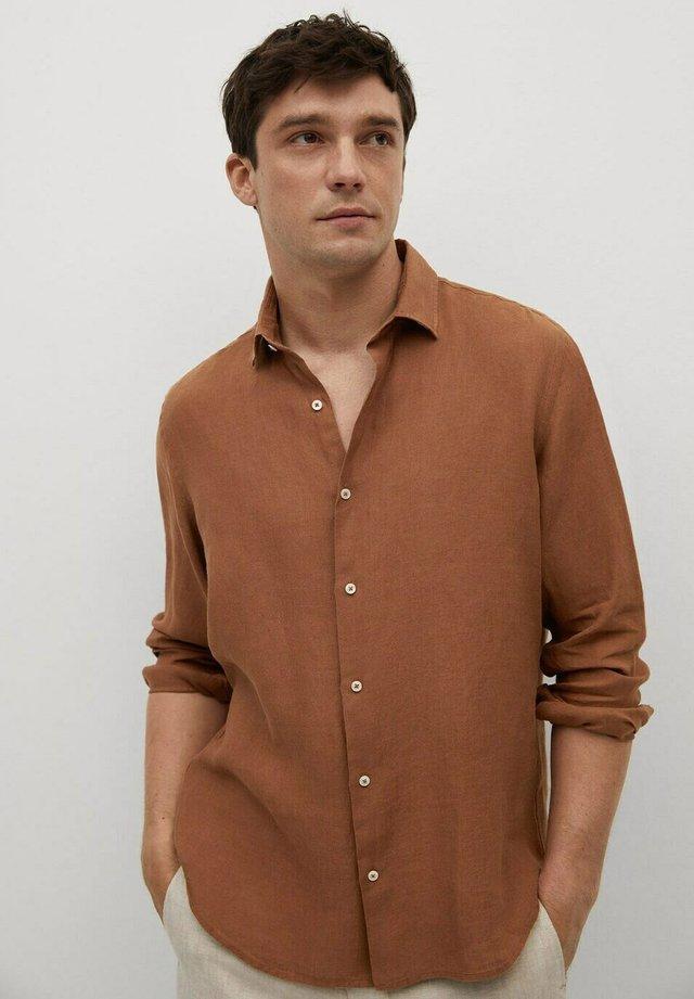 REGULAR FIT - Shirt - burnt orange