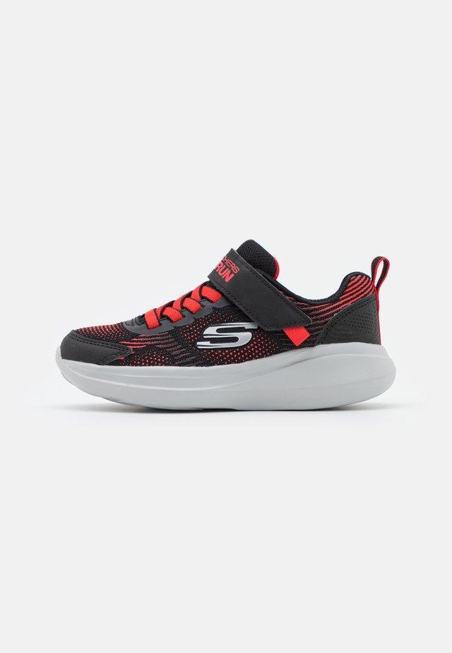 GO RUN FAST SPRINT JAM UNISEX - Obuwie do biegania treningowe - black/red
