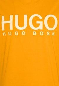 HUGO - DOLIVE - Print T-shirt - bright orange - 2