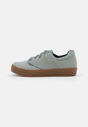 SHOE SEEK UNISEX - Chaussures de marche - tidal green