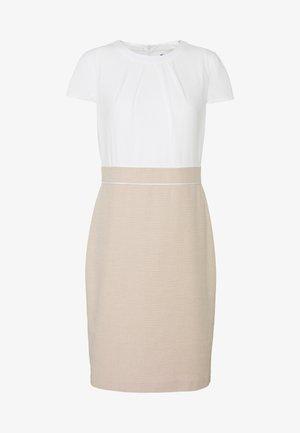 Pouzdrové šaty - brown pann