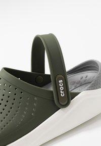 Crocs - LITERIDE UNISEX - Clogs - army green/white - 5