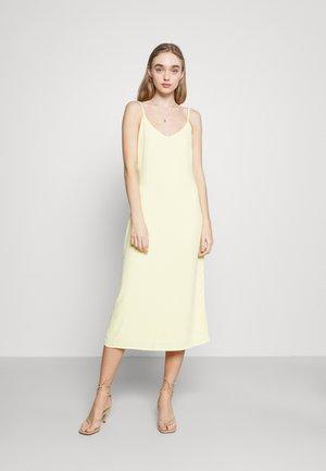 BIAS DRESS - Sukienka letnia - pale lemon